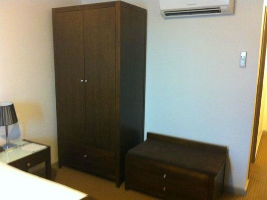 Horsham International Hotel:                                     Room