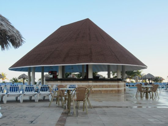 Grand Bahia Principe Jamaica: pool bar