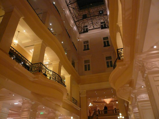 Corinthia Hotel Budapest: atrio