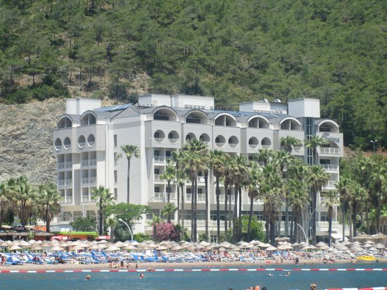 Fantasia Hotel De Luxe Marmaris:                   The hotel (which looks a bit like a factory ;)