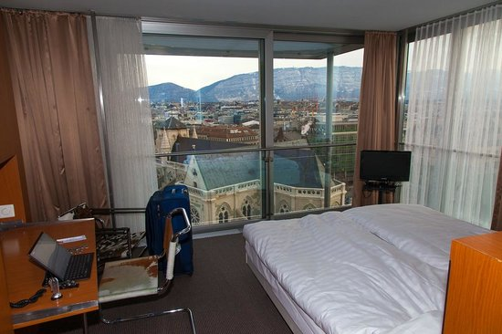 Cornavin Hotel Geneva :                   Room on 9th floor