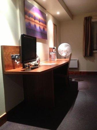Premier Inn Watford Central Hotel:                   Room 309