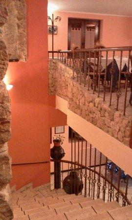 """Ristorante """"Do' Priuri"""" : una sala molto accogliente......che prende spunto dall'antico oleificio che sorgeva in passato"""