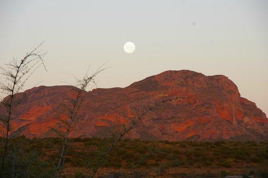 Thabile Lodge:                   Mond über den Hügeln, Blick von der Veranda