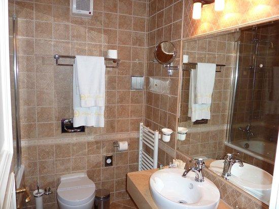 Hotel General:                   pression d'eau à la douche un peu faible