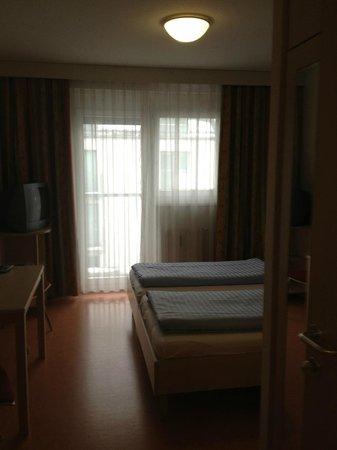 Kolpinghaus Wien-Zentral:                   В номере все предельно просто,но уютно и тепло                 
