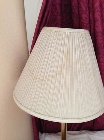 Americas Best Value Inn and Suites Stockbridge/Atlanta:                                                       staining on the lampshade