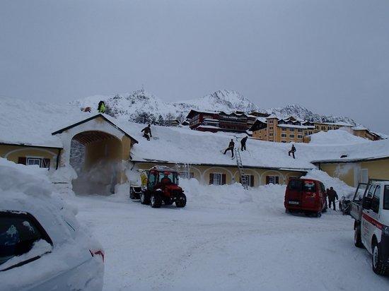 Hotel Römerhof: In front of hotel