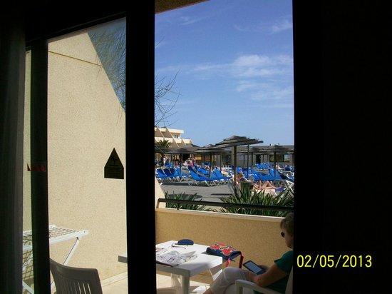 Hotel Coronas Playa:                   view out onto swimming pool