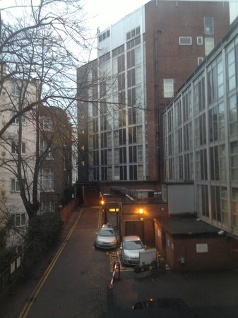 Premier Inn London Kensington (Earl's Court) Hotel:                   vista dalla camera