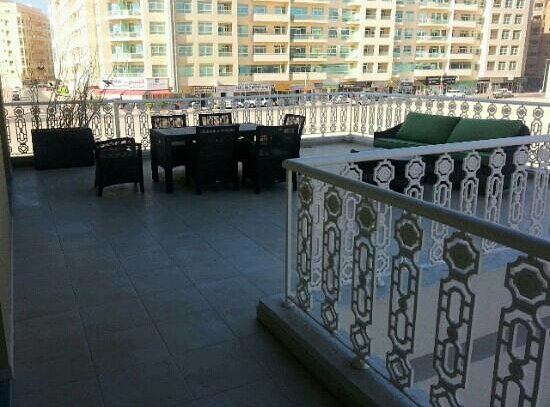 Al Khoory Hotel Apartments: Lovely, large terrace