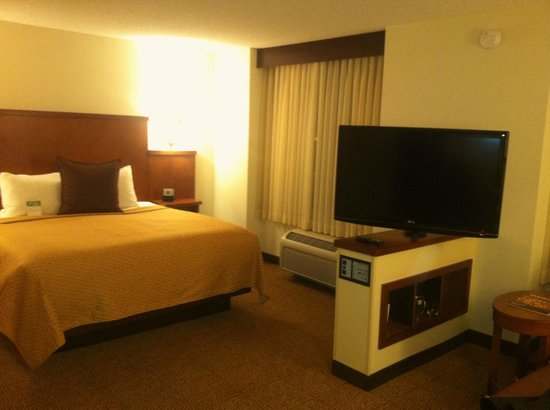Hyatt Place Sacramento Roseville: Comfortable bed, TV swivels for viewing.