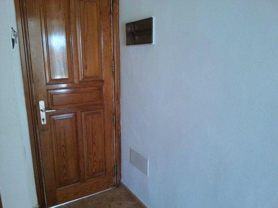 هوتل فلورستا:                   Front door, from inside                 