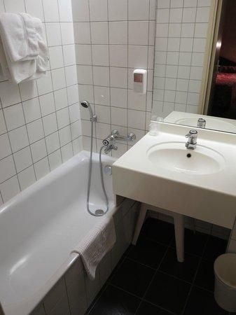 Hotel du Manoir: salle de bain