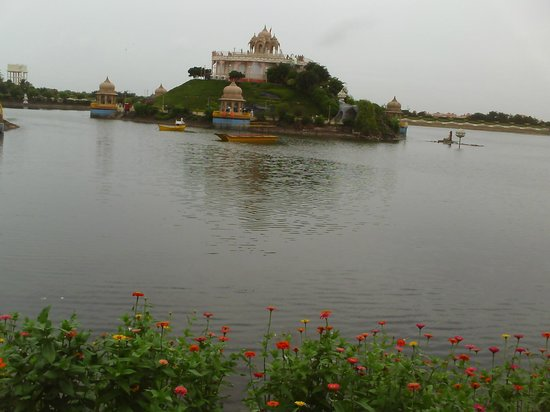 Buldana, Indien:                   meditation hall