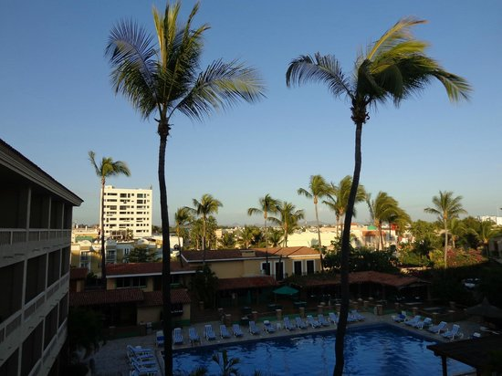 Hotel Playa Mazatlan:                   Palm trees from our room on the deck