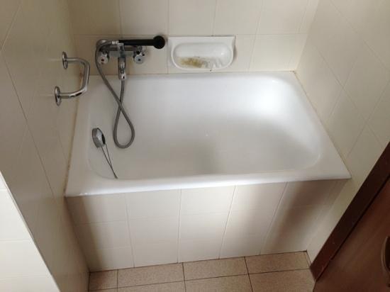 Villa Pozzi:                   camera buona, no doccia...