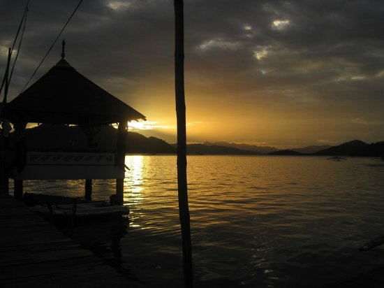 Discovery Island Resort and Dive Center:                   waiting from the boat from Coron Town to the resort