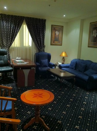 Grand Qatar Palace Hotel: My lounge room