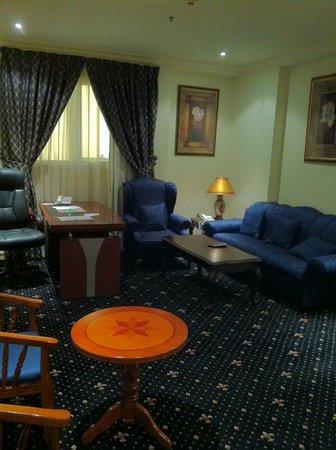 Grand Qatar Palace Hotel : My lounge room
