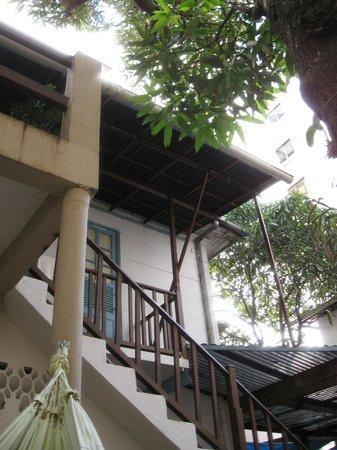 The Mango Tree:                   Iintérieure