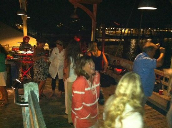 Mojo's on the Harbor: Music and Dancing under the stars
