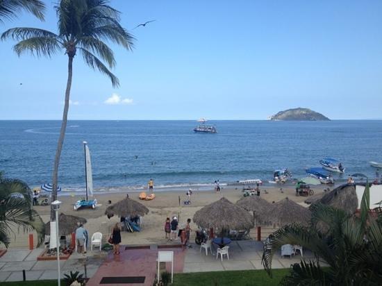 Costa Alegre Hotel and Suites:                   vista desde balcón