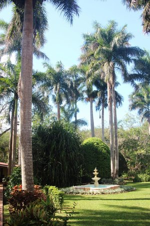 Hacienda Chichen:                   grounds