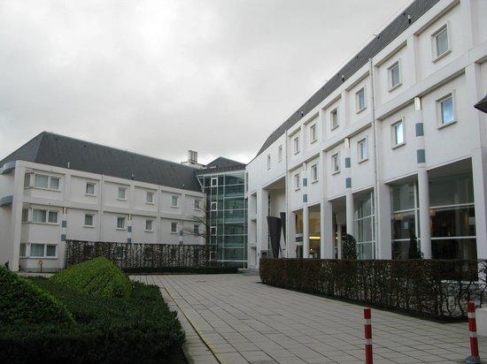 Novotel Brugge Centrum:                   Общий вид отеля                 