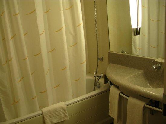 Novotel Brugge Centrum:                   ванная комната.