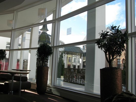 Novotel Brugge Centrum:                   Холл отеля