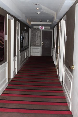 The Court – A St Giles Hotel:                                     Hallway