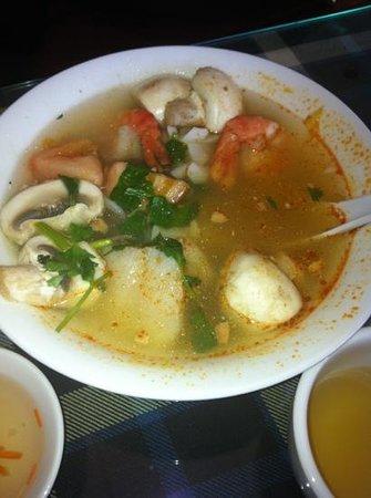 Bamboo Garden : small Tom yum soup