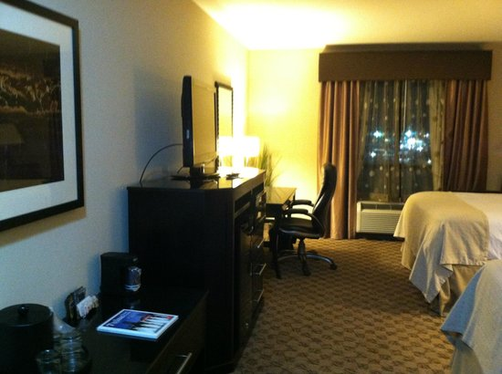 Holiday Inn Hotel & Suites Tulsa South: Double Bed on 5th Floor