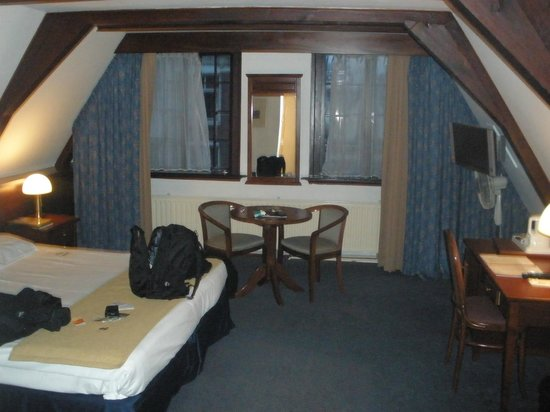 Die Port van Cleve:                   the room