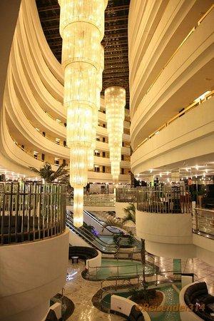 Mediterranean Palace Hotel:                   Innenhalle vom EG