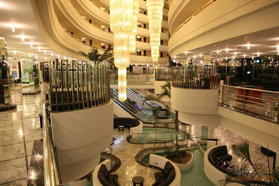Mediterranean Palace Hotel (Mare Nostrum Resort):                   Innenhalle vom EG