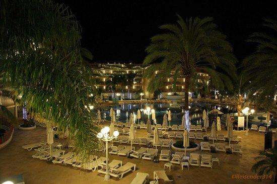 Mediterranean Palace Hotel:                   Innenhof Blick zum Haus