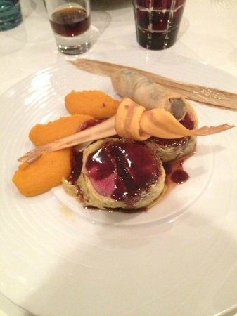 L'Oiseau Bleu:                   Plat: Pigeon farci au foie gras, purée de carotte