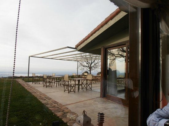 Hotel Nabia:                   terraza verano