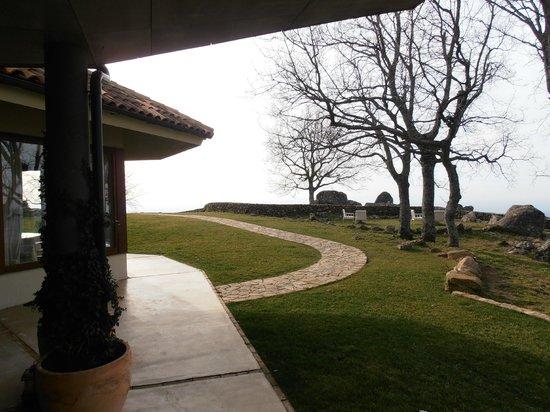 Hotel Nabia:                   jardín