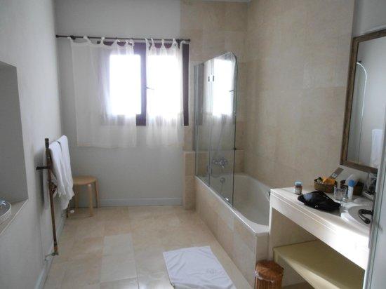Hotel Nabia:                   Baño