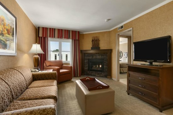 Homewood Suites Syracuse/Liverpool: King fireplace suite
