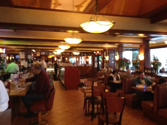 Marietta Diner: inside view towards entrance