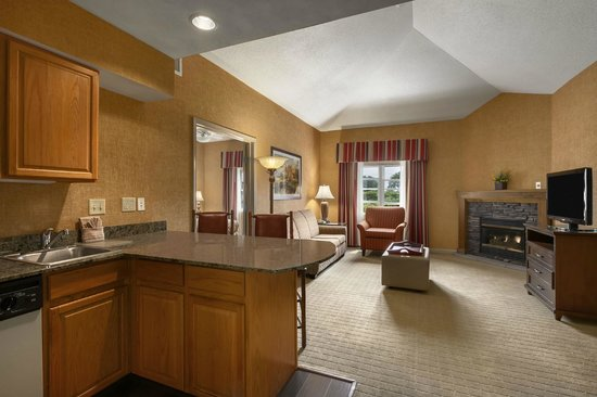 Homewood Suites Syracuse/Liverpool: King delux  fireplace suite