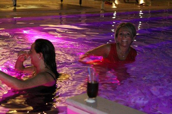 Hotel Byron: Bagno notturno in piscina
