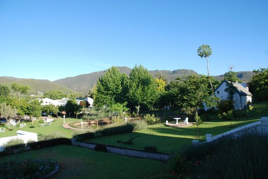 De Opstal Country Lodge:                   Vue matinale du jardin