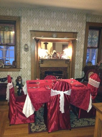 Wakamow Heights Bed and Breakfast: Valentine Breakfast