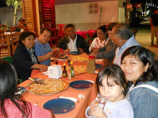 Pizzeria Edelyn:                                                       degustando las famosas pizzas de langosta