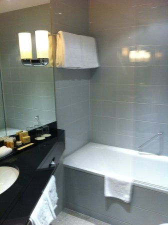 K+K Hotel Maria Theresia:                   Bathroom